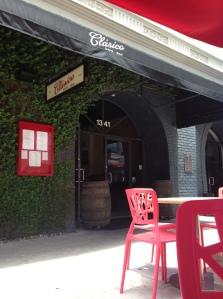 Clasico Cafe & Bar